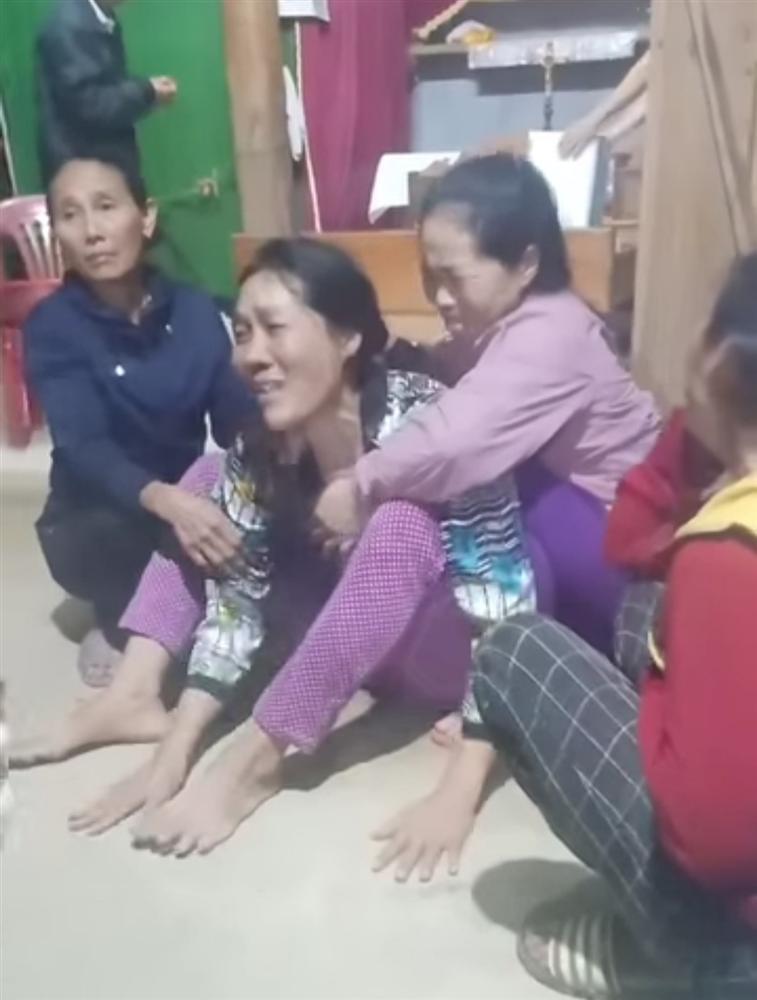 Quảng Bình: Đi rừng bị núi sạt lở vùi lấp, 1 người chết, 3 người mất tích-1
