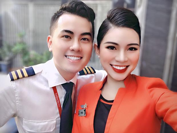 Tiếp viên hàng không kể chuyện yêu anh cơ phó nhờ Facebook, hé lộ mức lương xứng đáng với công việc trong mơ-9