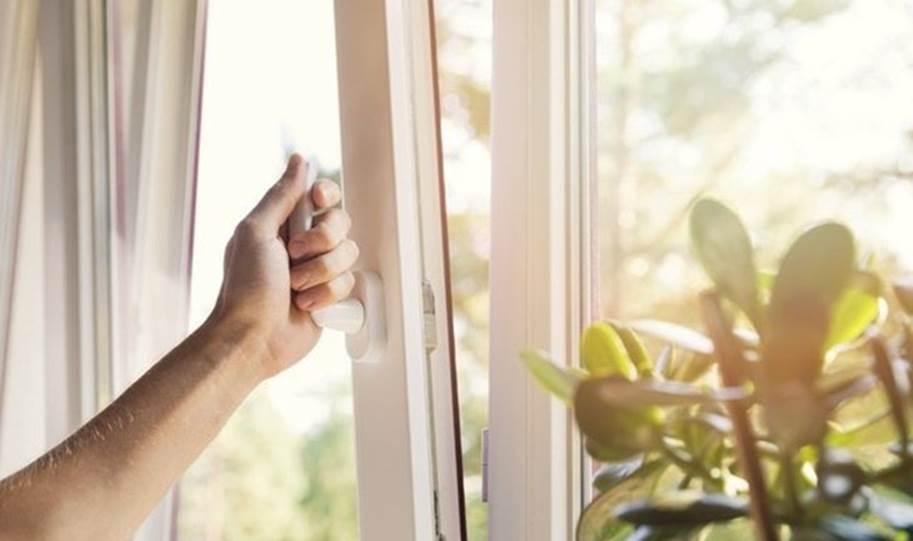 Dọn dẹp thường xuyên nhưng cứ phạm 9 sai lầm này không chỉ gây hại đồ vật mà còn ảnh hưởng sức khoẻ-1
