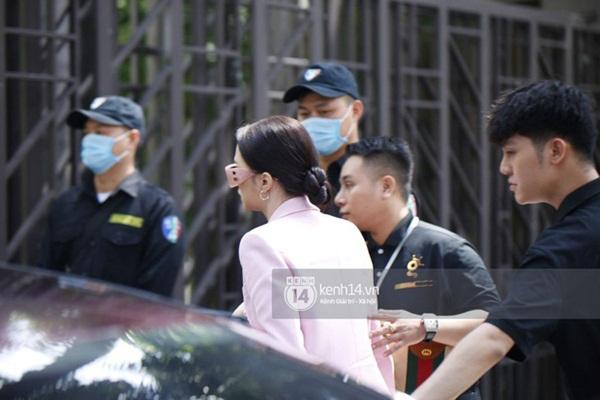Hương Giang lái siêu xe Matt Liu tặng đến workshop Hoa hậu Chuyển giới Việt Nam, giật trọn spotlight với khí chất sang chảnh-3
