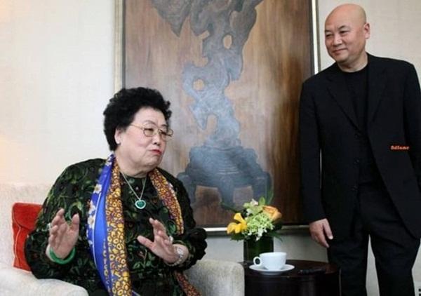 Chuyện tình của Đường Tăng Trì Trọng Thụy: Được bà xã đại gia theo đuổi, bị đàm tiếu vì kết hôn với người vợ 50 tuổi-4