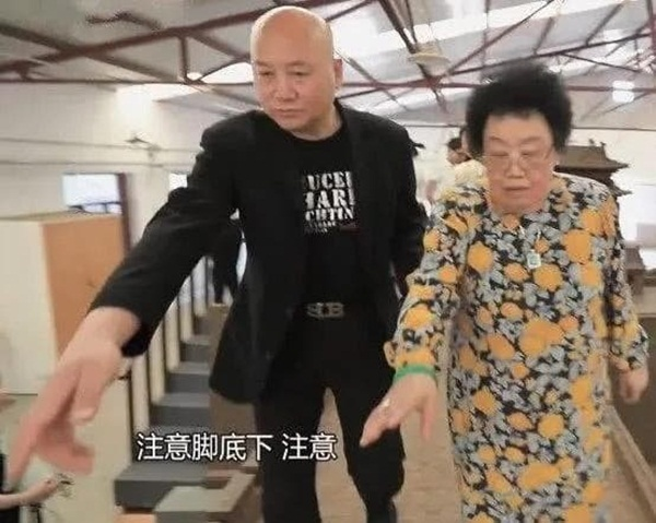 Chuyện tình của Đường Tăng Trì Trọng Thụy: Được bà xã đại gia theo đuổi, bị đàm tiếu vì kết hôn với người vợ 50 tuổi-5