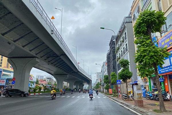 Kỳ lạ những căn nhà siêu nhỏ chỉ vừa một người đi nhưng giá hơn 400 triệu/m2 ở Hà Nội-1