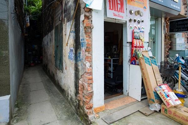 Kỳ lạ những căn nhà siêu nhỏ chỉ vừa một người đi nhưng giá hơn 400 triệu/m2 ở Hà Nội-3