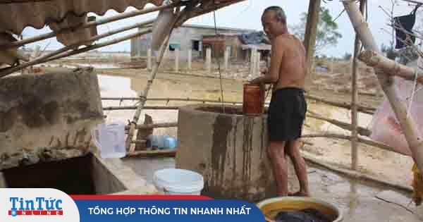 12 ngày không điện, không nước và không cơm của xóm nghèo mùa lũ