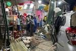 Hiện trường vụ xe điên tông vào nhà dân ở Quảng Ngãi, làm nhiều người chết