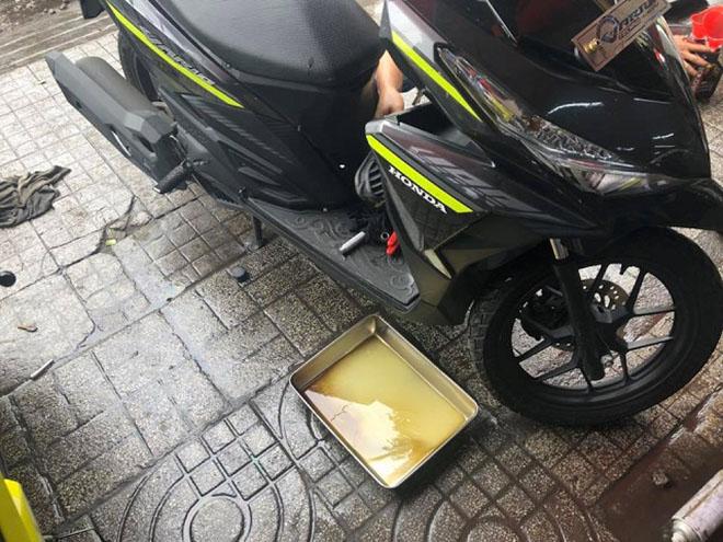 Lưu ý khi xử lý xe máy ngập nước lâu ngày-3
