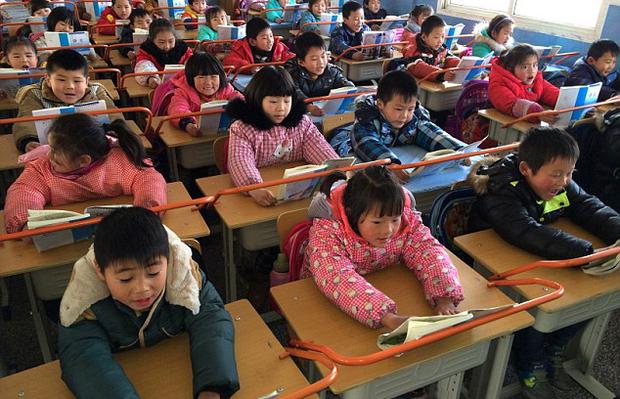 Con trai học lớp 1 lỡ làm gãy bút giá 5 triệu của bạn, phụ huynh bị đòi bồi thường nhưng cách xử lý khiến giáo viên cứng họng-2
