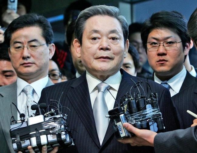 Chủ tịch tập đoàn Samsung qua đời: Tổng thống Hàn Quốc gửi hoa và thư chia buồn-1