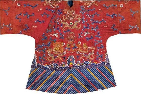 Bí ẩn phía sau tấm áo long bào của các vị Hoàng đế Trung Hoa xưa: Biểu tượng quyền lực không bao giờ được giặt giũ-3