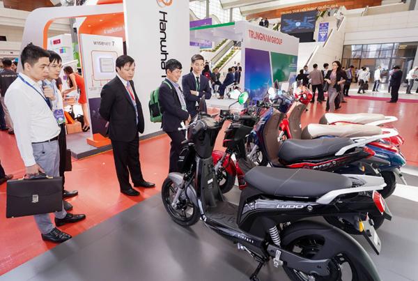 Xe máy điện VinFast gây chú ý ở Diễn đàn cao cấp Đô thị thông minh ASEAN 2020-1