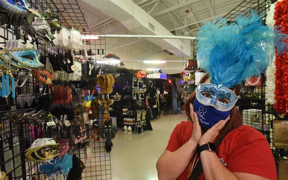 Thị trường đồ hóa trang Halloween 2020 sôi động bất chấp Covid-19-5