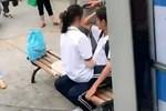 Cặp đôi trung học vô tư diễn 'cảnh nóng' trên phố, người đi đường nhức mắt vào can thiệp mới bẽn lẽn rời đi