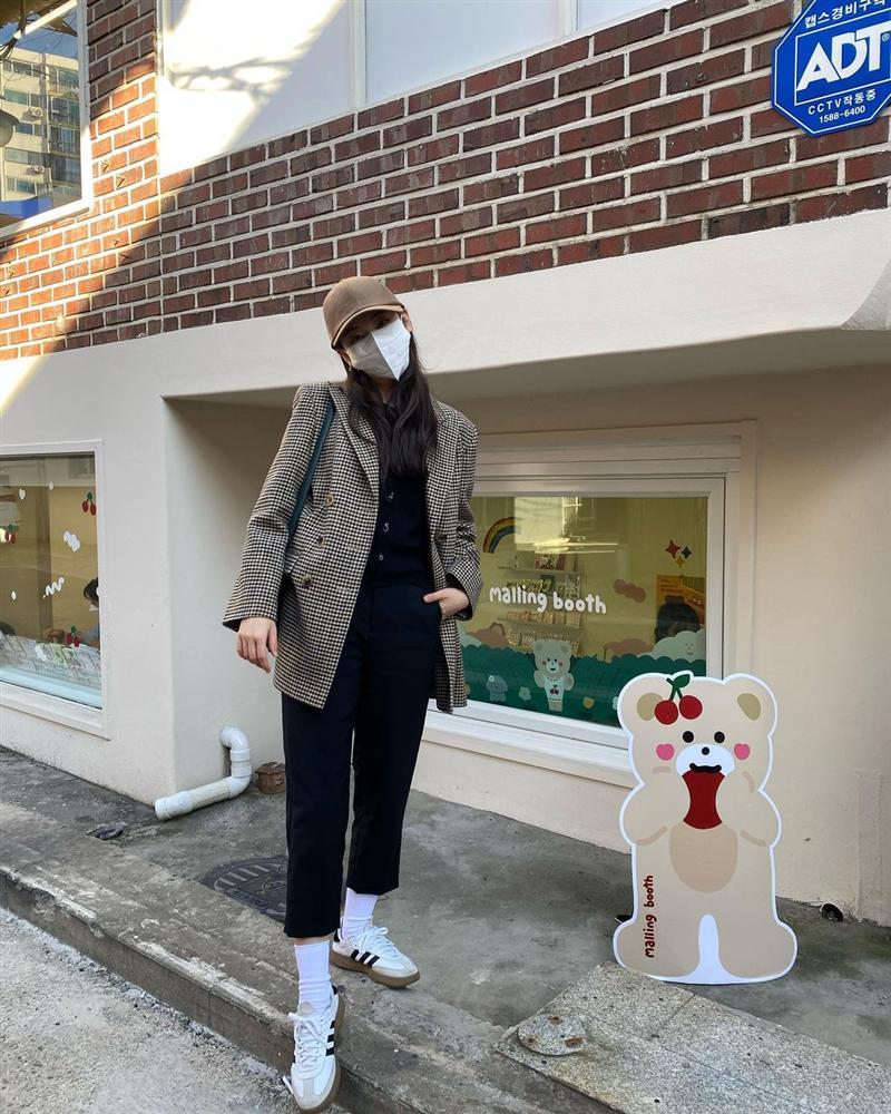"""Bắt chước sao Hàn sắm 4 items sau, style mùa lạnh của bạn sẽ lên như diều gặp gió"""" chứ không thường thường như trước nữa-8"""