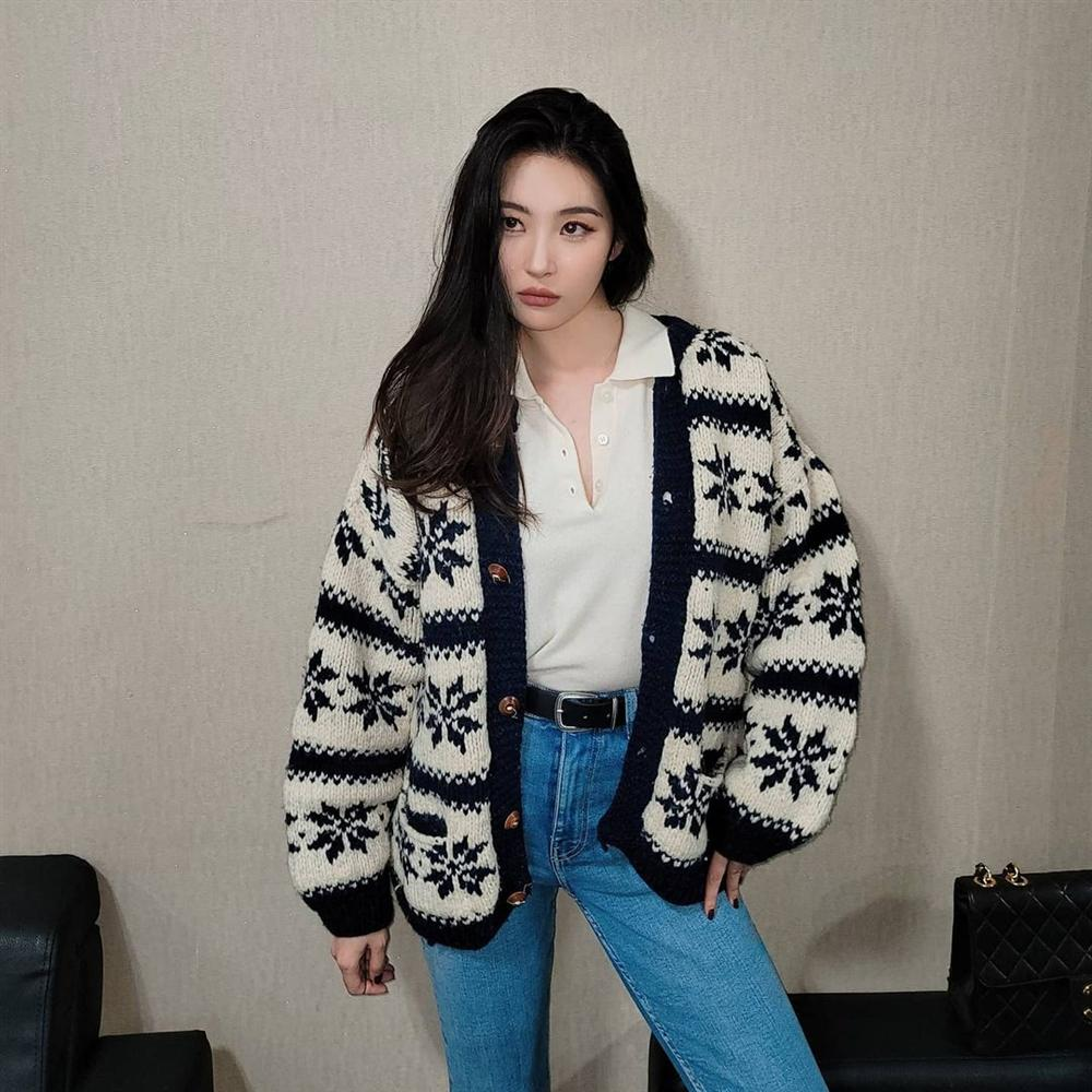 """Bắt chước sao Hàn sắm 4 items sau, style mùa lạnh của bạn sẽ lên như diều gặp gió"""" chứ không thường thường như trước nữa-9"""
