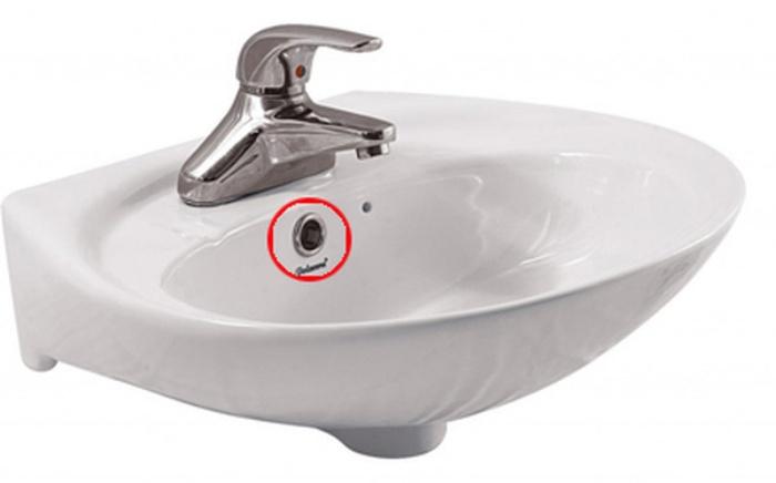 Ít ai ngờ lỗ nhỏ trên bồn rửa mặt lại có những tác dụng thần kỳ này-2