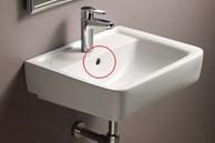 Ít ai ngờ lỗ nhỏ trên bồn rửa mặt lại có những tác dụng 'thần kỳ' này