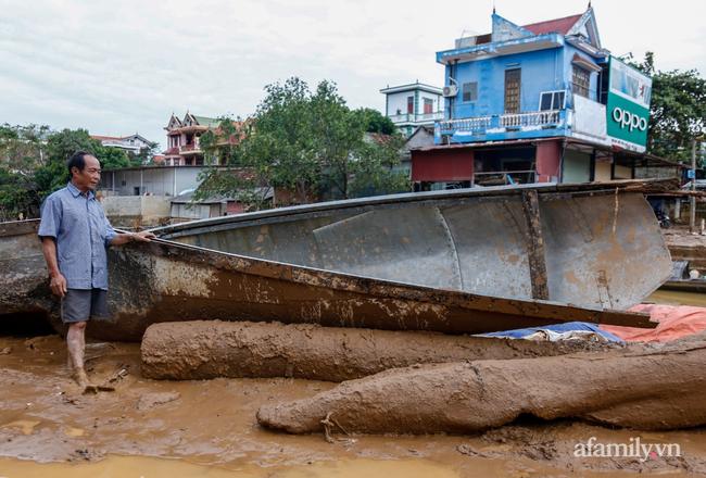 Anh hùng chân đất cứu 100 người trong trận đại hồng thủy lịch sử ở Quảng Bình: Ngày nhịn đói đi cứu người, đêm về ông cháu ôm nhau ngủ trên thuyền tránh lũ-9