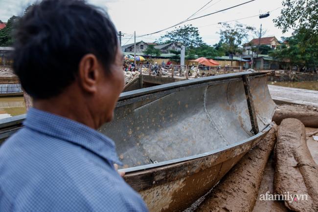 Anh hùng chân đất cứu 100 người trong trận đại hồng thủy lịch sử ở Quảng Bình: Ngày nhịn đói đi cứu người, đêm về ông cháu ôm nhau ngủ trên thuyền tránh lũ-11