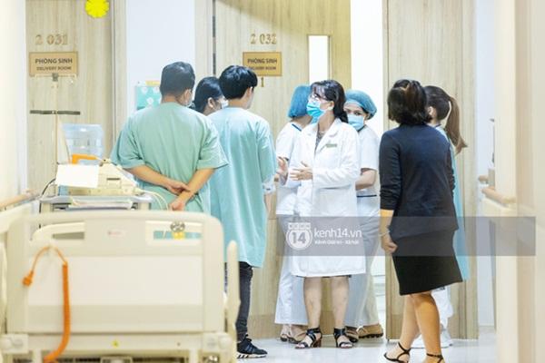 HOT: Đông Nhi chuyển phòng đẻ mổ, hạ sinh con gái đầu lòng mẹ tròn con vuông-2