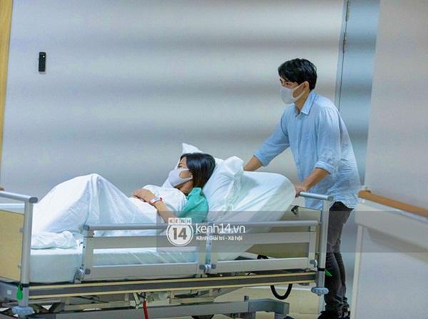 HOT: Đông Nhi chuyển phòng đẻ mổ, hạ sinh con gái đầu lòng mẹ tròn con vuông-7