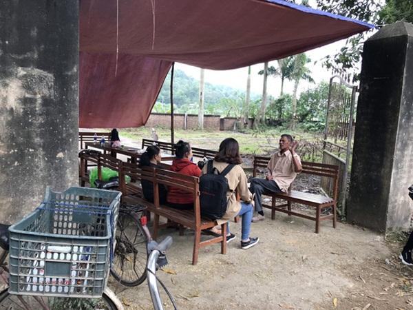 Người dân chặn xe vào bãi rác Nam Sơn: Mấy chục năm nay chúng tôi đã quá khổ rồi, ruồi nhặng nhiều khiến có hôm phải chui vào màn ăn cơm-2