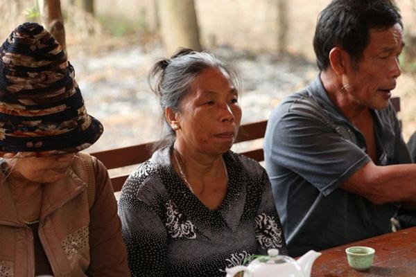 Người dân chặn xe vào bãi rác Nam Sơn: Mấy chục năm nay chúng tôi đã quá khổ rồi, ruồi nhặng nhiều khiến có hôm phải chui vào màn ăn cơm-4