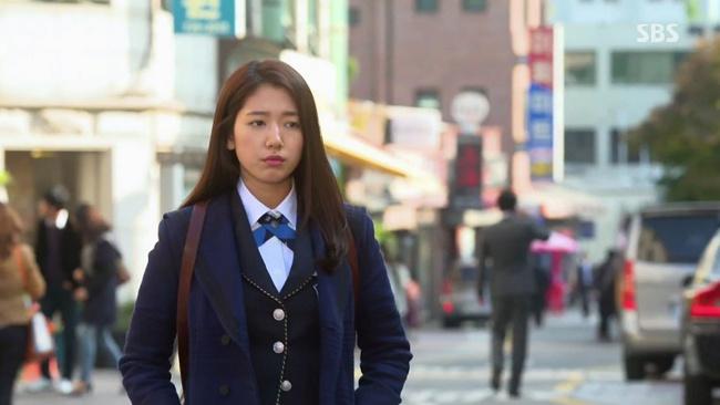 Son Ye Jin, Park Shin Hye đóng vai con nhà nghèo vẫn diện đồ hiệu giá 100 triệu-8