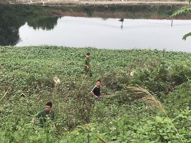 """Hàng trăm người dân, công an và thân nhân đang lội sông tìm kiếm nữ sinh Học viện Ngân hàng: Đoạn đường nữ sinh mất dấu vết đã 3 hôm không có điện""""-13"""