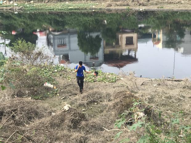 """Hàng trăm người dân, công an và thân nhân đang lội sông tìm kiếm nữ sinh Học viện Ngân hàng: Đoạn đường nữ sinh mất dấu vết đã 3 hôm không có điện""""-16"""