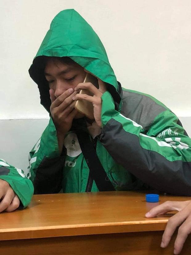 Xôn xao câu chuyện về 3 sinh viên miền Trung đi học xa nhà, chạy xe ôm công nghệ: Bật khóc ngay trong lớp khi nghe tin nhà cửa bị trôi sạch-2