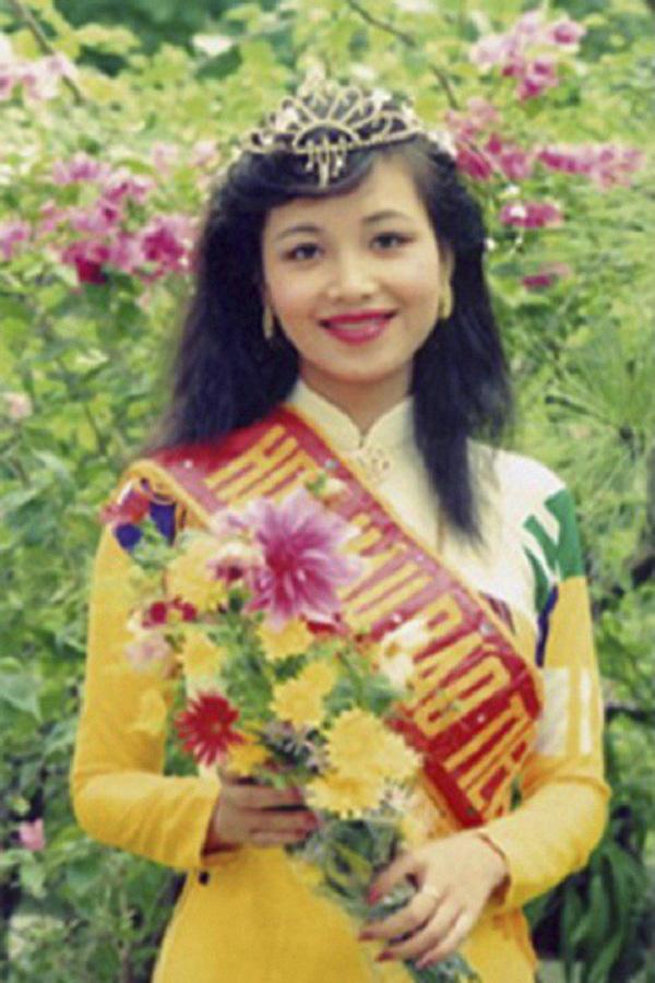 Cuộc sống sau 30 năm đăng quang của Hoa hậu Việt Nam giỏi ngoại ngữ nhất-1