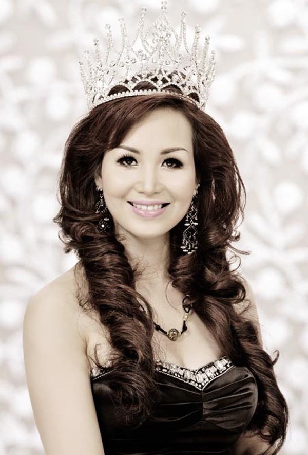 Cuộc sống sau 30 năm đăng quang của Hoa hậu Việt Nam giỏi ngoại ngữ nhất-2