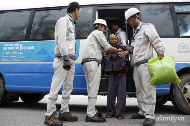 CẬN CẢNH TỪ TÂM BÃO: Hàng nghìn người dân Quảng Ngãi được sơ tán tới nơi an toàn, ưu tiên người già và trẻ nhỏ-2