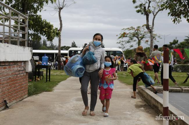 CẬN CẢNH TỪ TÂM BÃO: Hàng nghìn người dân Quảng Ngãi được sơ tán tới nơi an toàn, ưu tiên người già và trẻ nhỏ-3