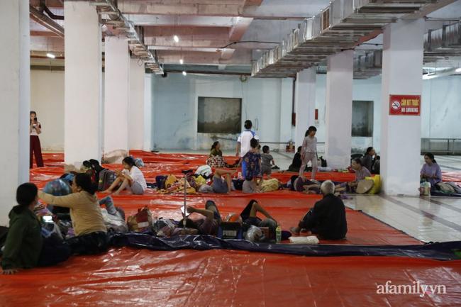CẬN CẢNH TỪ TÂM BÃO: Hàng nghìn người dân Quảng Ngãi được sơ tán tới nơi an toàn, ưu tiên người già và trẻ nhỏ-13