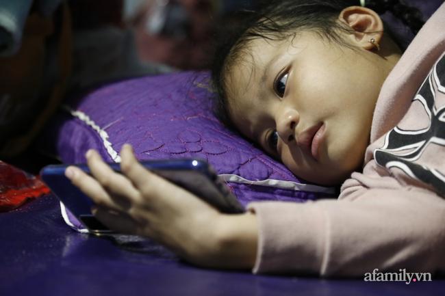 CẬN CẢNH TỪ TÂM BÃO: Hàng nghìn người dân Quảng Ngãi được sơ tán tới nơi an toàn, ưu tiên người già và trẻ nhỏ-16