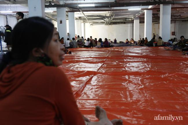 CẬN CẢNH TỪ TÂM BÃO: Hàng nghìn người dân Quảng Ngãi được sơ tán tới nơi an toàn, ưu tiên người già và trẻ nhỏ-17