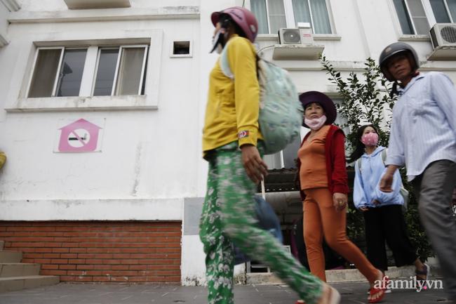 CẬN CẢNH TỪ TÂM BÃO: Hàng nghìn người dân Quảng Ngãi được sơ tán tới nơi an toàn, ưu tiên người già và trẻ nhỏ-4