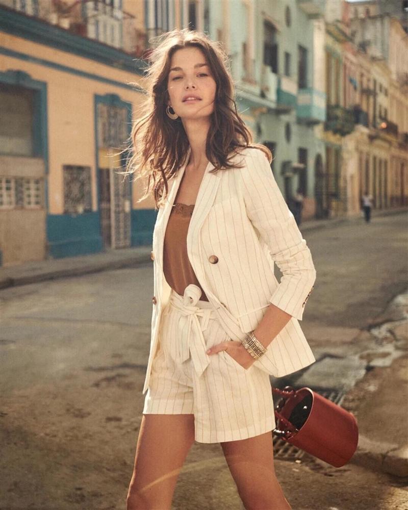Trời se lạnh chưa biết mặc gì vừa đẹp vừa chất thì bạn hãy diện áo blazer và quần short là có ngay outfit 10 điểm-3