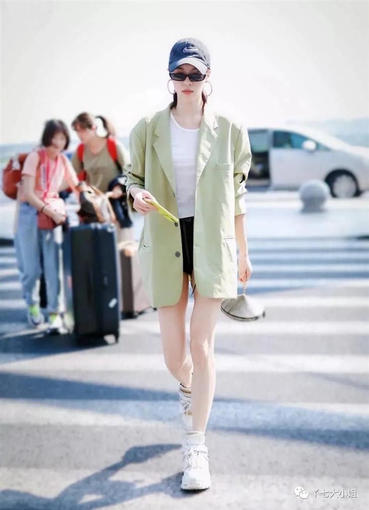 Trời se lạnh chưa biết mặc gì vừa đẹp vừa chất thì bạn hãy diện áo blazer và quần short là có ngay outfit 10 điểm-8