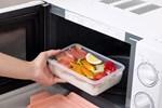 Bộ đồ ăn của bạn có thể dùng được trong lò vi sóng không? Muốn bệnh ung thư không ghé thăm, hãy tránh xa những loại hộp này!
