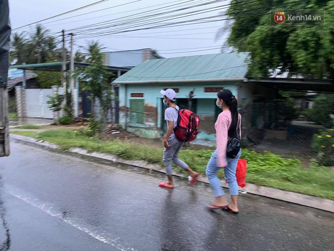 Bão số 9 đổ bộ: Gió giật mạnh ở Quảng Ngãi, đã có nhà bị tốc mái; phong toả một phần Quốc lộ 1A khiến hàng trăm xe ùn tắc-16