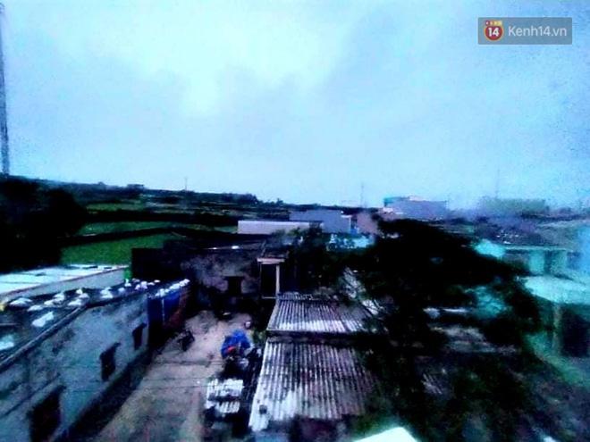 Bão số 9 đổ bộ: Gió giật mạnh ở Quảng Ngãi, đã có nhà bị tốc mái; phong toả một phần Quốc lộ 1A khiến hàng trăm xe ùn tắc-17