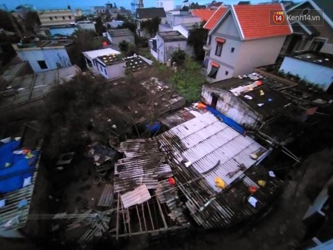 Bão số 9 đổ bộ: Gió giật mạnh ở Quảng Ngãi, đã có nhà bị tốc mái; phong toả một phần Quốc lộ 1A khiến hàng trăm xe ùn tắc-19