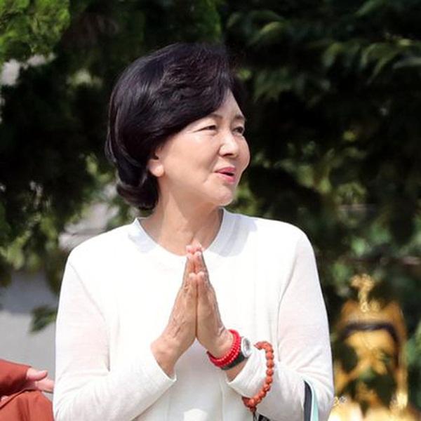 Người đàn bà quyền lực phía sau đế chế Samsung: Bóng hồng khiến cố chủ tịch Lee Kun Hee đến chết cũng không từ bỏ-1