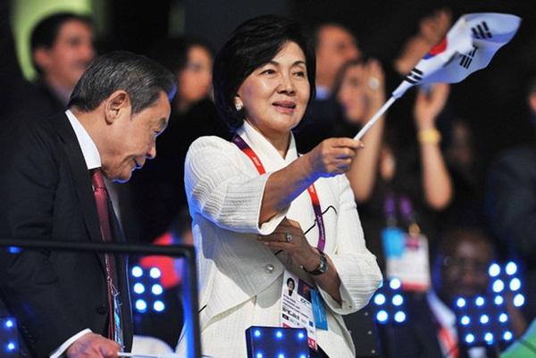 Người đàn bà quyền lực phía sau đế chế Samsung: Bóng hồng khiến cố chủ tịch Lee Kun Hee đến chết cũng không từ bỏ-2