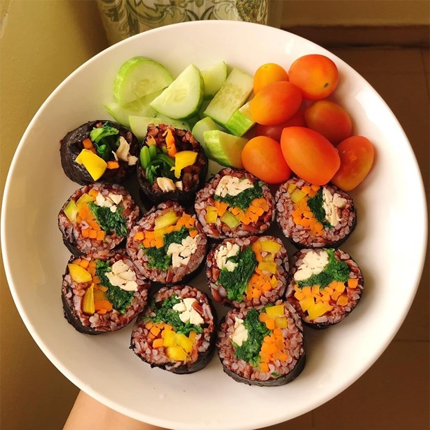 Thèm cơm nhưng lại lo ăn vào sẽ béo? Món kimbap này giúp chị em đã miệng mà chẳng sợ tăng cân!-6