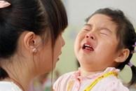 """""""Mẹ có thể là người đón con đầu tiên không?"""" - Việc đón con muộn ở trường mẫu giáo khiến đứa trẻ đau lòng đến thế?"""