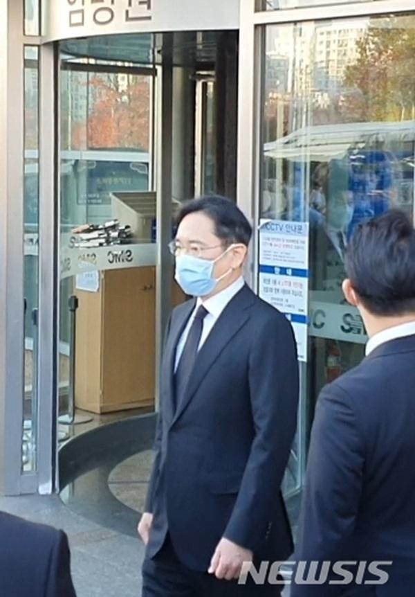 Lễ tang đưa tiễn chủ tịch Samsung về nơi an nghỉ cuối cùng: Gia quyến thất thần, chồng cũ cựu Á hậu Hàn Quốc cũng có mặt-3